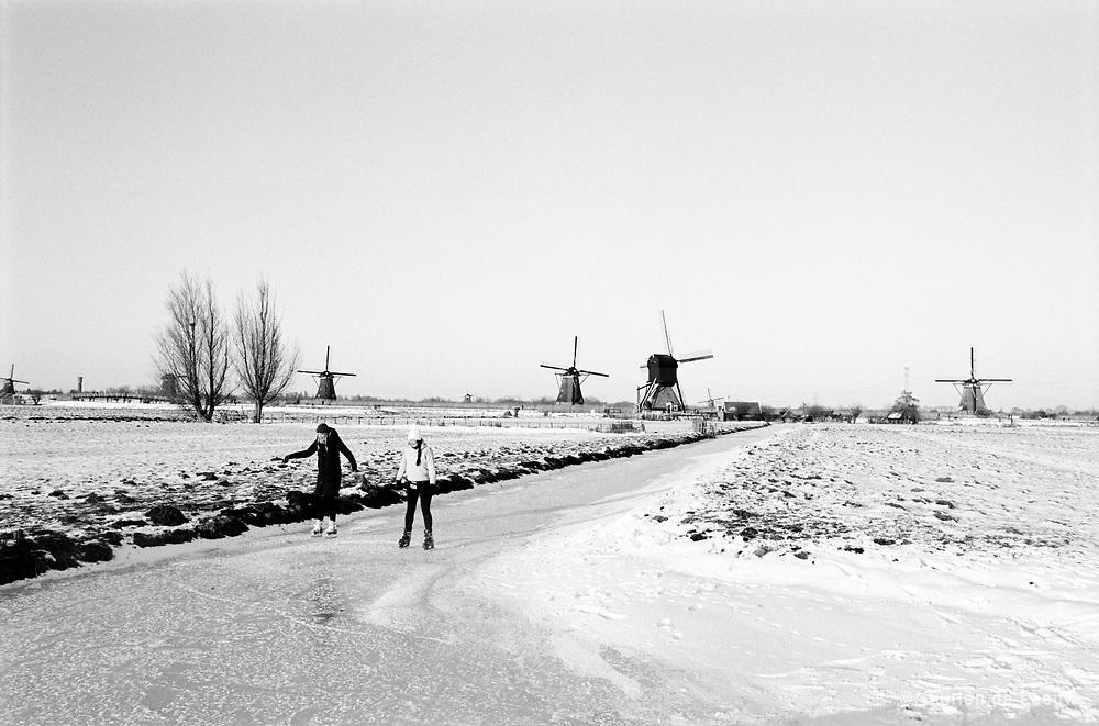 Schaatsers op het natuurijs bij Kinderdijk, winter 2021, Alblasserdam