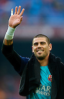 BARCELONA, SPAIN - FEBRUARY 01:  Victor Valdes of FC Barcelona greets the public prior to the start the La Liga match between FC Barcelona and Valencia CF at Camp Nou on February 1, 2014 in Barcelona, Spain.  (Photo by Manuel Queimadelos Alonso/Getty Images)