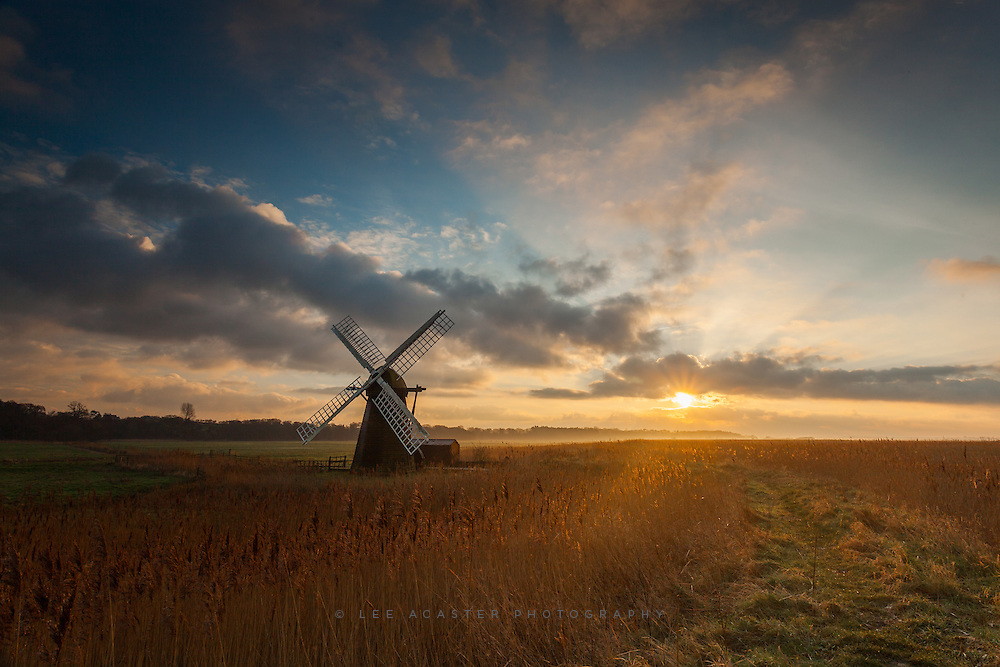 Was heading to the coast the other morning but made a last minute detour to Herringfleet and was rewarded with a great sunrise, a little mist hangin on and even a picture book sunburst. Felt more like June than January.