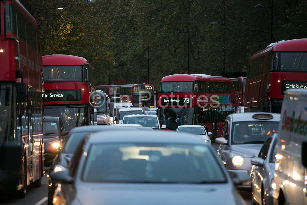 Traffic in Central London snarles its way past Hyde Park at dusk 20th November 2015. Nitrogen Oxide NOx pollution in London is a big killer and London is one of the worst affected in Europe.