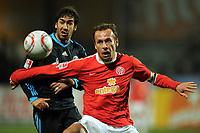 v.l. Raul, Nikolce Noveski (Mainz)<br /> <br /> Bundesliga, FSV Mainz 05 - FC Schalke 04<br /> <br /> Norway only