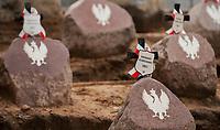15.09.2013 Kopna Gora w Puszczy Knyszynskiej woj podlaskie Pochowek 46 powstancow listopadowych z 1831 roku . Ich szczatki odnaleziono w zbiorowej mogile w 2010 roku , przeprowadzo ekshumacje i szczegolowe badania zachowanych kosci . Staraniem miejscowych pasjonatow historii , burmistrza Suprasla oraz wielu innych instytucji powstala nekropolia , gdzie zostali uroczyscie pochowani fot Michal Kosc / AGENCJA WSCHOD
