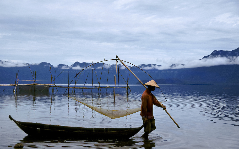 A fisherman on Danau Maninjau (Lake Maninjau) a crater lake in central Sumatra, Indonesia May 2000
