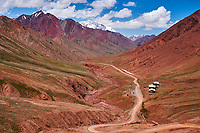 Kirghizistan, la Route du Pamir, frontière entre le Tajidkistan et le Kirghizistan // Kyrgyzstan, the Pamir highway, border between Tajikistan and Kyrgyzstan