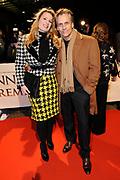 Premiere van de film Sonny Boy op maandag 17 januari in het Circus Theater in Scheveningen.<br /> <br /> Op de foto:<br /> <br />  Robert Schoemacher met partner Claudia Zweden