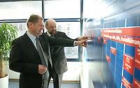 12 JAN 2004, BERLIN/GERMANY:<br /> Olaf Scholz (L), SPD Generalsekretaer, und Martin Schulz (R), SPD Spitzenkandidat, am uebergrossen Terminplan waehrend einer Besichtigung  der SPD Europa Kampa, Wahlkampfzentrale fuer die Wahl des Europaeischen Parlamentes, anlaesslich der Eroeffnung des Wahlkampfes, Willy-Brandt-Haus<br /> IMAGE: 20040112-02-049<br /> KEYWORDS: Eröffnung, Eroeffnung