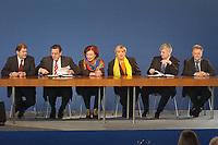 16 OCT 2002, BERLIN/GERMANY:<br /> Olaf Scholz, desig. SPD Generalsekretaer, Gerhard Schroeder, SPD, Bundeskanzler, Heidemarie Wieczorek-Zeul, Stellv. SPD Parteivorsitzende, Claudia Roth, B90/Gruene Parteivorsitzende, Joschka Fischer, B90/Gruene, Bundesaussenminister, Fritz Kuhn, B90/Parteivorsitzender, (v.L.n.R.), vor der Unterzeichnung des Koalitionsvertrages zwischen SPD und Buendnis 90 / Die Gruenen, Neue Nationalgalarie<br /> IMAGE: 20021016-01-005<br /> KEYWORDS: Gerhard Schröder, Unterschrift, Koalitionsvertrag,