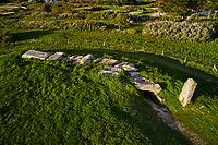 France, Morbihan (56), Golfe du Morbihan, Locmariaquer, Dolmen Les Pierres Plates // France, Morbihan (56), Gulf of Morbihan, Locmariacier, Dolmen Flat Stones