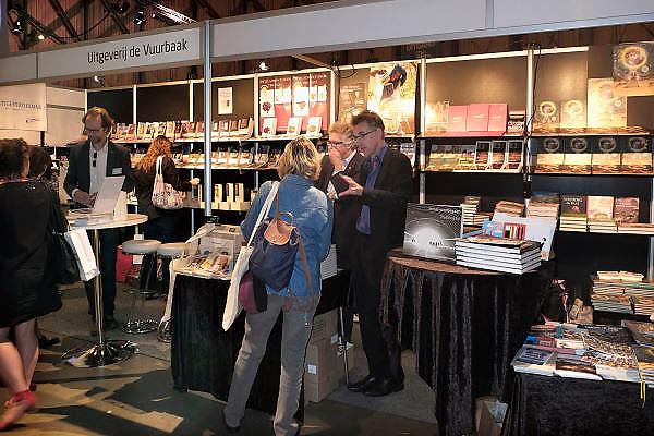 Nederland, Amsterdam, 1-9-2012 Manuscripta op het terrein van de Westergasfabriek. Boekenmarkt aan het begin van het nieuwe seizoen. Uitgevers tonen nieuwe titels. De stand van een uitgever van non-fictie.Foto: Flip Franssen/Hollandse Hoogte
