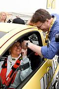 De Jumbo Racedagen, driven by Max Verstappen op Circuit Zandvoort. / The Jumbo Race Days, driven by Max Verstappen at Circuit Zandvoort.<br /> <br /> Op de foto / On the photo: Prins  Constantijn wenst Prinses Laurentien geluk voor de start van de ladies GT race  /  Prince Constantijn congratulates Princess Laurentien for the start of the ladies GT race