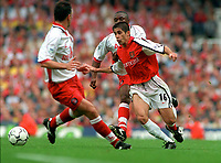 Silvinho breaks past  Shaun Newton to score the 5th Arsenal goal. Arsenal v Charlton Athletic, 26/8/00. Credit: Colorsport / Andrew Cowie.