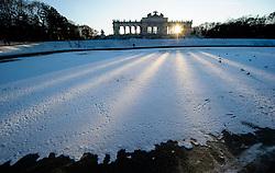THEMENBILD - Winter im Schlosspark Schönbrunn. Das Bild wurde am 9. Dezember 2012 aufgenommen. im Bild Zugefrorenes Becken vor Gloriette // THEME IMAGE FEATURE - Winter at Palace Garden Schoenbrunn. The image was taken on december, 9th, 2012. Picture shows frozen water basin in front of Gloriette , AUT, EXPA Pictures © 2012, PhotoCredit: EXPA/ M. Gruber