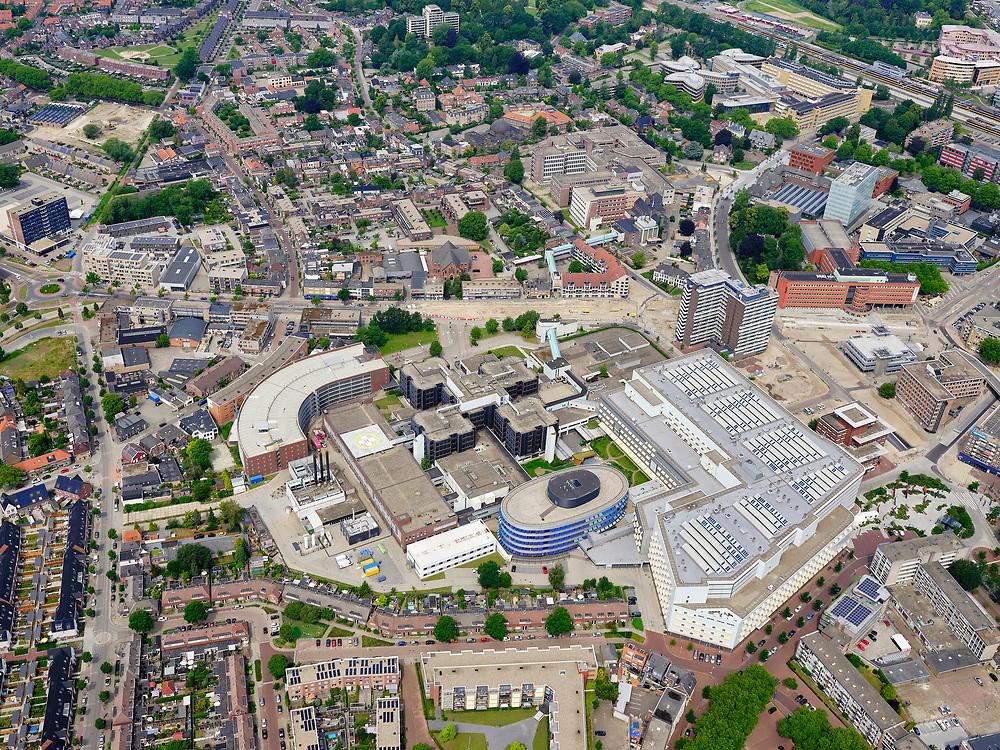 Nederland, Overijssel, Gemeente Enschede; 21–06-2020; Centrum van de stad rond ziekenhuis Medisch Spectrum Twente, Koningsplein.<br /> City center around general hospital .<br /> luchtfoto (toeslag op standaard tarieven);<br /> aerial photo (additional fee required)<br /> copyright © 2020 foto/photo Siebe Swart