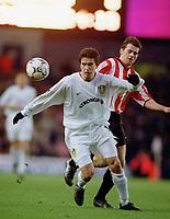 Harry Kewell (Leeds) and Kevin Kilbane (Sunderland), Leeds Utd v Sunderland, 16/12/2000. Credit Colorsport / Andrew Cowie.