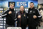 BOXEN: ECB Boxgala, Waage, Hamburg, 12.03.2021<br /> v.l.: Ali Eren Demrirezen (GER, TUR), Trainer Bülent Baser und Victor Faust (UKR)<br /> © Torsten Helmke