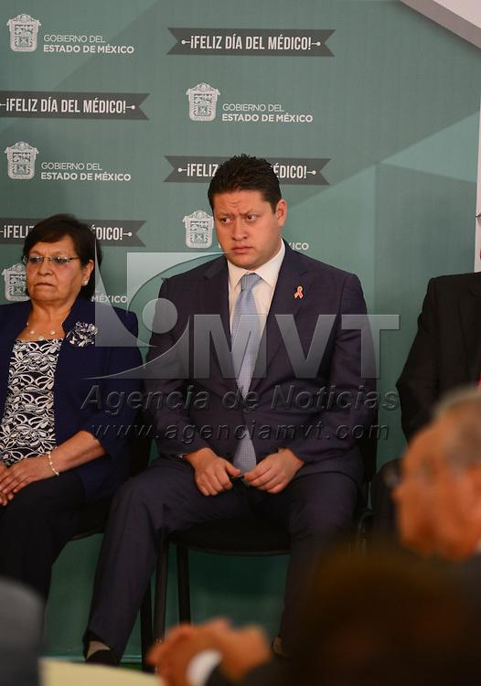 Toluca, México.- César Nomar Gómez Monge, Secretario estatal de Salud durante la ceremonia conmemorativa del Día del Médico, en donde reconoció la labor que realizan día a día a favor de la salud de los mexiquenses.  Agencia MVT / Crisanta Espinosa