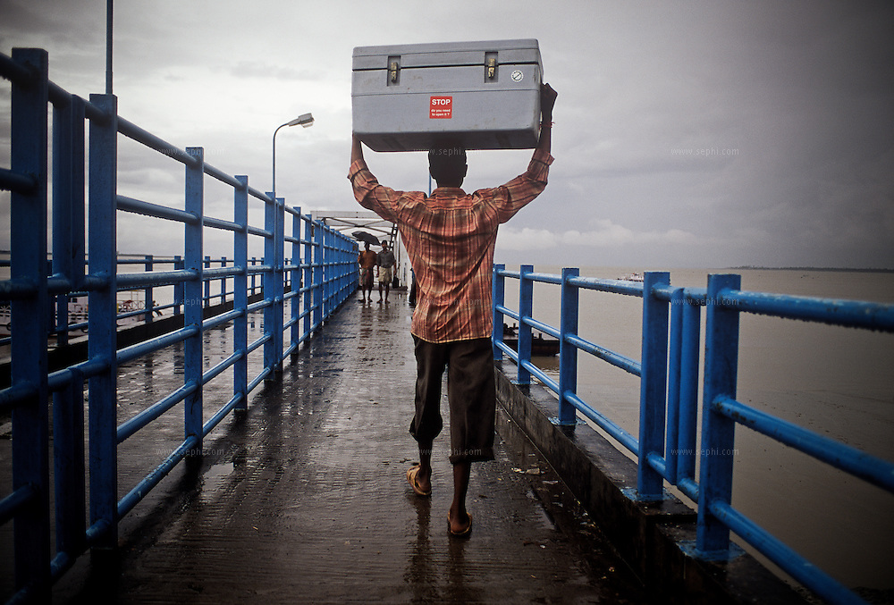On the delta area of the Hugli and Ganga rivers in west Bengal, The vaccine is transported to Sagar Island in refrigerated boxes.