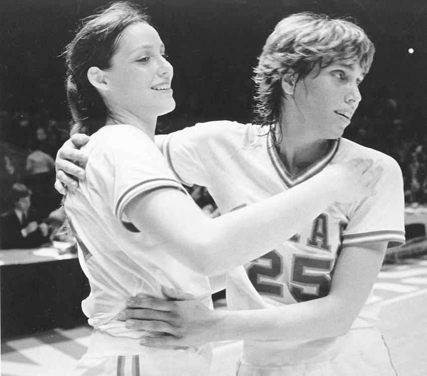 ©1986 Cara Priddy and Andrea Lloyd of UT hug after basketball game.