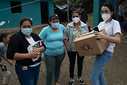 Fairtrade-certified coop COAGRICSAL were the first on the scene of the La Reina disaster in Santa Bárbara, Honduras. Bringing in food and clothes, items for personal hygiene and visiting regularly thereafter to provide boxes of Xol hot chocolate. Grecia Romero (right) delivers a box of chocolate to the Valle Verde shelter.