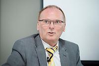 """18 AMY 2017, BERLIN/GERMANY:<br /> Jochen Homann, Praesident der Bundesnetzagentur, Veranstaltung des Wirtschaftsforums der SPD """"Netzausbaualternativen"""", EnBW Hauptstadtrepräsentanz<br /> IMAGE: 20170518-01-114"""