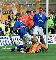 Steffen Iversen (Wolves) stabs the ball past Damien Johnson and Jamie Clapham to score the equalising goal. Wolverhampton Wanderers v Birmingham City. 8/11/2003. Credit : Colorsport/Andrew Cowie.