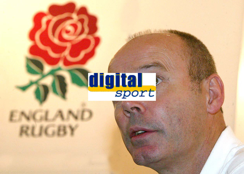 Photograph: Scott Heavey.<br />England Press Conference. Pennyhill Park Hotel. 16/12/2003.<br />Clive Woodawrd talks to the press.