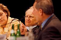 16.01.1999, Deutschland/Bonn:<br /> Edmund Stoiber, CSU Vorsitzender und Ministerpräsident  Bayern, hört der Rede von Wolfgang Schäuble, CDU Bundesvorsitzender (im Vordergund), zu; CSU Parteitag, Neue Messe, München<br /> IMAGE: 19990116-01/07-23<br /> KEYWORDS: Wolfgang Schaeuble