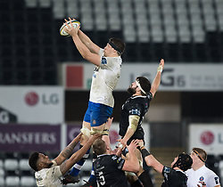 Bath Rugby's Charlie Ewels claims the lineout<br /> <br /> Photographer Simon King/Replay Images<br /> <br /> Anglo-Welsh Cup Round 4 - Ospreys v Bath Rugby - Friday 2nd February 2018 - Liberty Stadium - Swansea<br /> <br /> World Copyright © Replay Images . All rights reserved. info@replayimages.co.uk - http://replayimages.co.uk