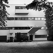 Garches, France Île-de-France, 2002: Garches house (1927) at 17 rue du prof. Victor-Pauchet- Le Corbusier arch - Signed and editioned prints available at 50x40cm. Get and touch, for commercial uses or other sizes.  Photographs by Alejandro Sala, (Historical archive AS)