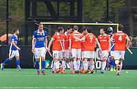 BLOEMENDAAL - HOCKEY - Vreugde bij Bloemendaal na een doelpunt.  Eerste  wedstrijd play offs in de hoofdklasse hockey competitie tussen de mannen van Bloemendaal en Kampong (2-3) . COPYRIGHT KOEN SUYK