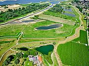 Nederland, Gelderland, Gemeente Druten, 14–05-2020; Waalbandijk direct ten oosten van Afferden. Dijkafrit naar Afferdense en Deestse Waarden.<br /> Waalbandijk (winter dike) directly east of Afferden. Dike exit to Afferdense and Deestse Waarden.<br /> <br /> luchtfoto (toeslag op standaard tarieven);<br /> aerial photo (additional fee required)<br /> copyright © 2020 foto/photo Siebe Swart