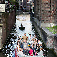 Nederland, Amtsterdam , 15 juli 2009..Annoyance caused by the many small boats in the canals of Amsterdam, during hot days..Overlast als gevolg van lawaaierige bootjes   in de grachten van Amsterdam..Foto:Jean-Pierre Jans