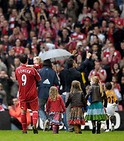 Photo: Jed Wee/Sportsbeat Images.<br /> Liverpool v Charlton Athletic. The Barclays Premiership. 13/05/2007.<br /> <br /> Liverpool's Robbie Fowler bids farewell to the Liverpool fans with his children.
