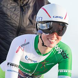 11-03-2021: Wielrennen: Healthy Ageing Tour: Lauwersoog. <br />Alice Barnes
