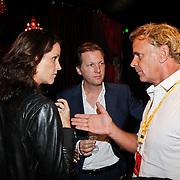 NLD/Amsterdam/20101007 - Europesche premiere Cirque du Soleil Totem, Wino Omtzigt in gesprek met Paulie Huizinga en partner Michael Mol