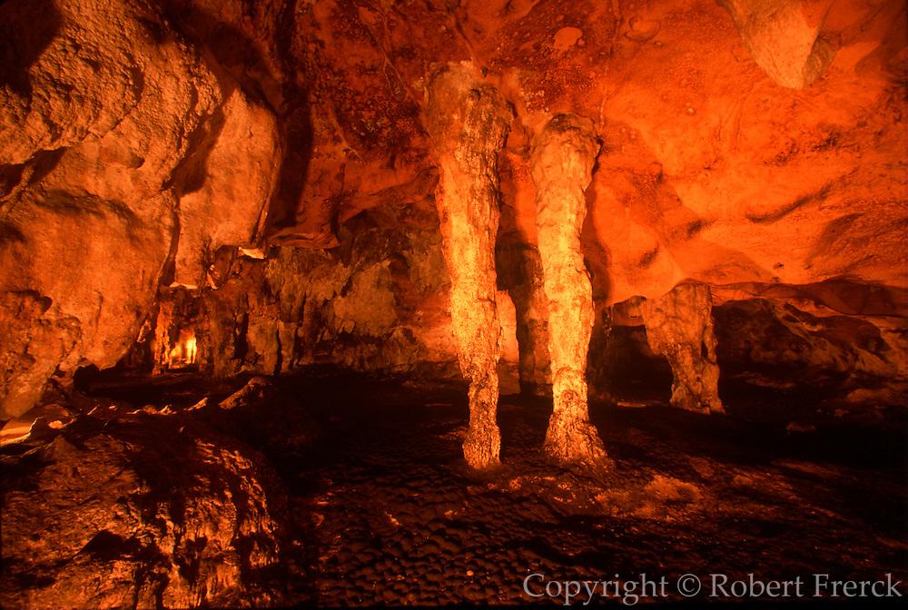 MEXICO, MAYAN, YUCATAN Loltun Cave, Maya ceremonies