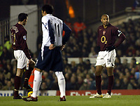 Photo: Chris Ratcliffe.<br />Arsenal v West Ham. Barclays Premiership. 01/02/2006.<br />Thierry Henry (R) and Robin Van Persie look perplexed at being 2-0 down.