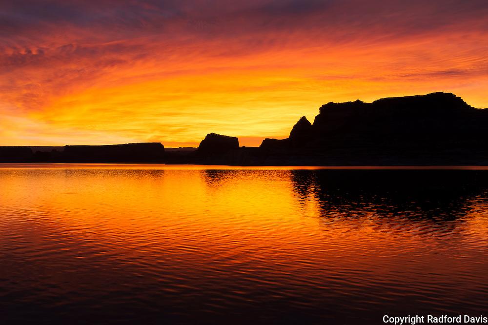 Sunrise on Lake Powell, somewhere in Arizona or Utah
