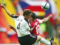 Fotball<br /> Euro 2004<br /> 23.06.2004<br /> Foto: Witters/Digitalsport<br /> NORWAY ONLY<br /> <br /> Tyskland v Tsjekkia<br /> <br /> v.l. Christian WÖRNS Deutschland - Vratislav LOKVENC