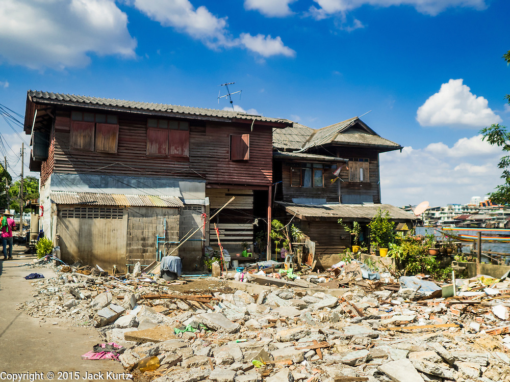 27 NOVEMBER 2015 - BANGKOK, THAILAND:  One of the only still standing homes in the Wat Kalayanamit neighborhood. Fifty-four homes around Wat Kalayanamit, a historic Buddhist temple on the Chao Phraya River in the Thonburi section of Bangkok, are being razed and the residents evicted to make way for new development at the temple. The abbot of the temple said he was evicting the residents, who have lived on the temple grounds for generations, because their homes are unsafe and because he wants to improve the temple grounds. The evictions are a part of a Bangkok trend, especially along the Chao Phraya River and BTS light rail lines. Low income people are being evicted from their long time homes to make way for urban renewal.             PHOTO BY JACK KURTZ