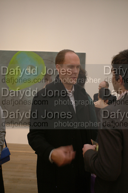 Harry Blain, Martin Kippenberger, Tate Modern. 7 Febriuary 2006. -DO NOT ARCHIVE-© Copyright Photograph by Dafydd Jones 66 Stockwell Park Rd. London SW9 0DA Tel 020 7733 0108 www.dafjones.com