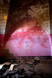 La Massaria Salinelle ubicata nell'omonima contrada, è considera una delle più grandi della campagna oritana, ormai abbandonata da tempo. All'interno anche due officine dove avvenivano le riparazioni dei mezzi agricoli.