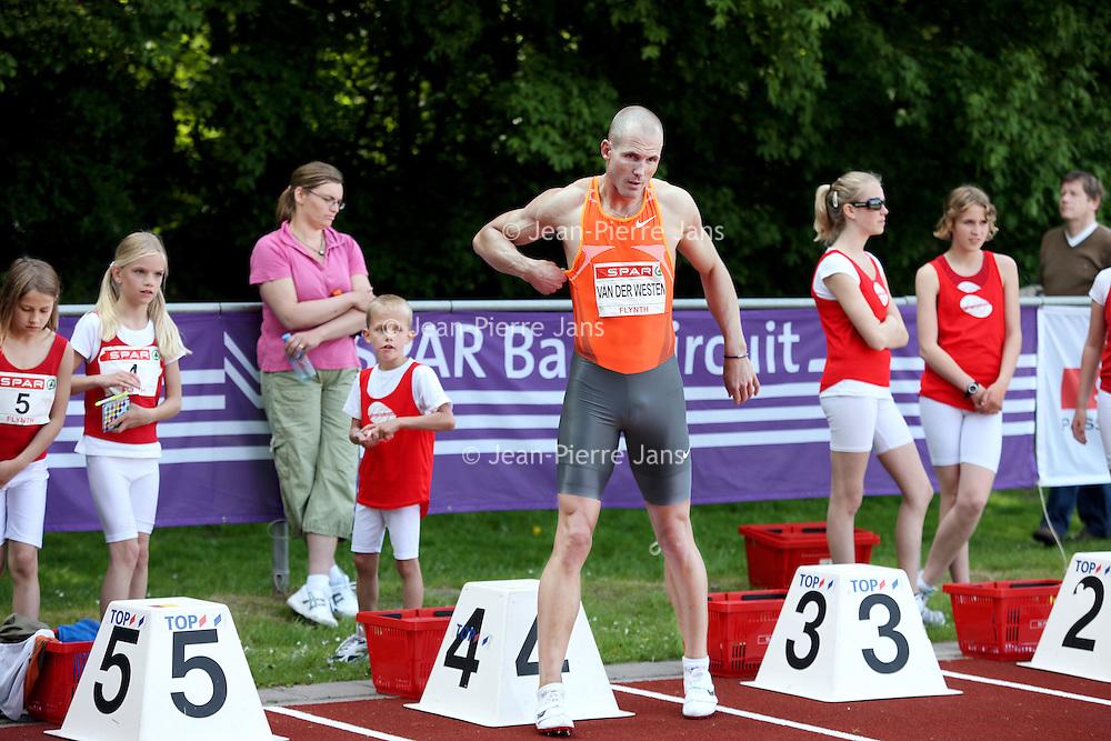 Nederland, Hoorn , 22 mei 2010..Marcel van de Westen voor aanvang van het hordenlopen tijdens de FlynthRecordwedstrijden op Sportcomplex Blauwe Berg in Hoorn..Foto:Jean-Pierre Jans