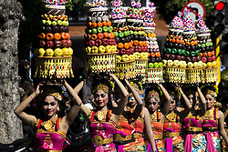 June 10, 2017 - Denpasar, Indonesia - The typical Balinese women show bali cultural parade on June 11, 2017 in Denpasar, Bali, Indonesia. Bali's 39th art festival is held every year, cultural performances from every unique area. Bali becomes a favorite island for tourists with its natural beauty. (Credit Image: © Muhammad Fauzy/NurPhoto via ZUMA Press)