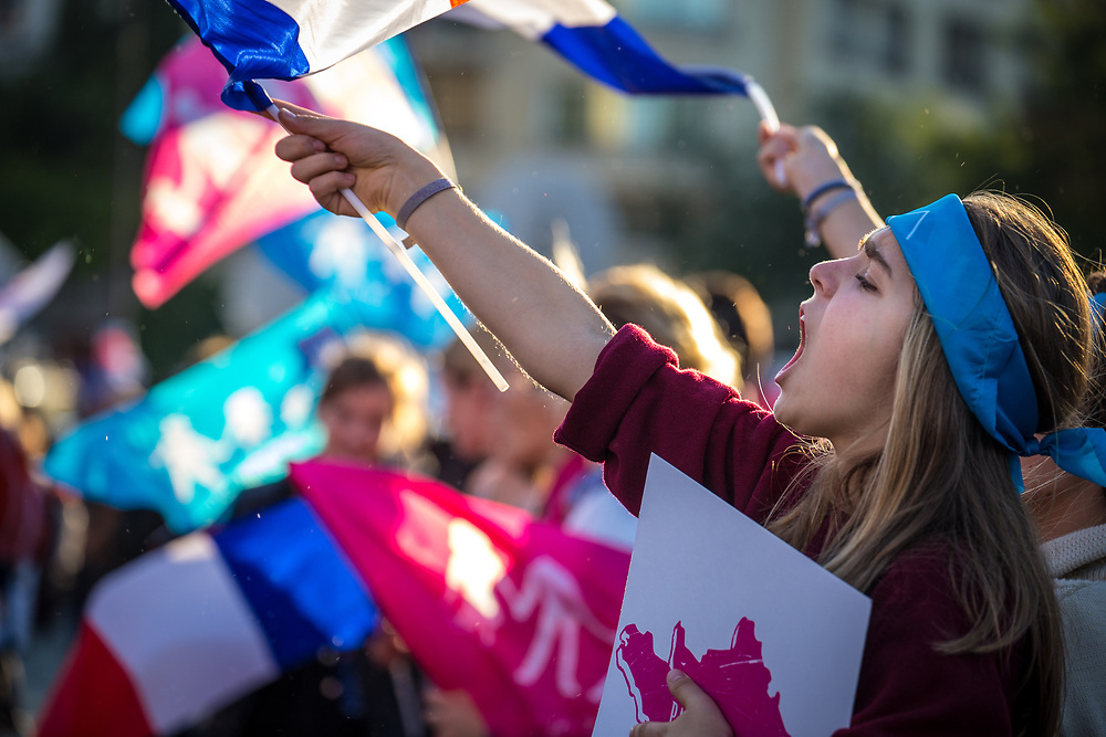 Anti-gay demonstrators take part in the protest march 'La Manif Pour Tous' (Protest For Everyone), to protest against France's same-sex marriage law, surrogate parenting, and gay adoption.  Paris, France.  October 16, 2016.                       © Daniel Barreto Mezzano