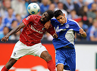 Fotball<br /> Tyskland<br /> Foto: Witters/Digitalsport<br /> NORWAY ONLY<br /> <br /> 29.08.2009<br /> <br /> v.l. Mohamadou Idrissou, Carlos Zambrano Schalke<br /> Bundesliga FC Schalke 04 - SC Freiburg