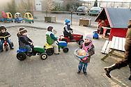 """Nederland, Herpen, 20090128...Kinderen spelen buiten ..Kinderopvang 'Op de boerderij' in Herpen...""""OP DE BOERDERIJ"""" kinderopvang..is gevestigd bij een vleesveebedrijf te Herpen.....Netherlands, Herpen, 20090128. ..Childcare on the farm in Herpen. ..""""ON THE FARM"""" childcare ..is located at a beef farm in Herpen."""