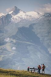THEMENBILD - Touristen in den Bergen auf der Schmittenhöhe, im Hintergrund der Kitzsteinhorn Gletscher. Ein beliebtes Ausflugsziel für Wanderer, aufgenommen am 30. Juli 2020, Zell am See, Österreich // Tourists in the mountains on the Schmitten Mountain, in the background the Kitzsteinhorn glacier. A popular excursion destination for hikers on 2020/07/30, Zell am See, Austria. EXPA Pictures © 2020, PhotoCredit: EXPA/ JFK