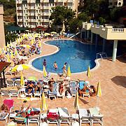 Miss Nederland 2003 reis Turkije, hotel Club Paradiso, zwembad