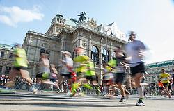 12.04.2015, Wien, AUT, Vienna City Marathon 2015, im Bild Feature Läufer vor der Staatsoper // runners in front of the state opera during Vienna City Marathon 2015, Vienna, Austria on 2015/04/12. EXPA Pictures © 2015, PhotoCredit: EXPA/ Michael Gruber